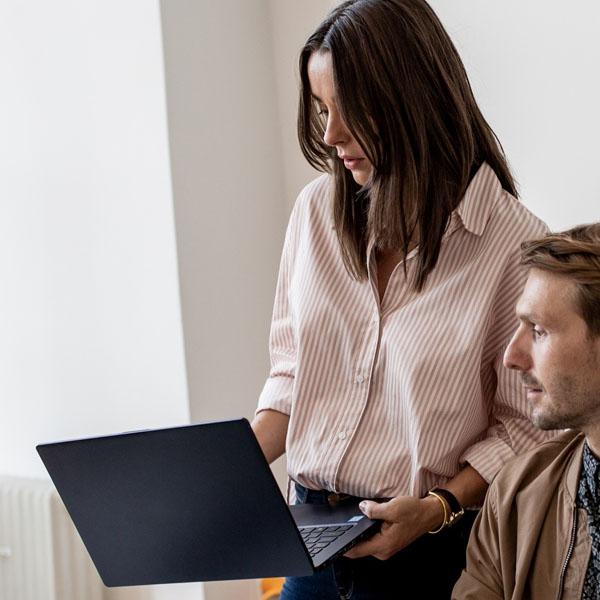 expert-helpt-je-verder-met-laptops
